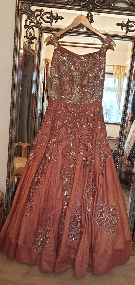 000-25 Cappuccino gown